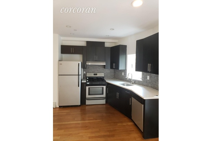 Large, Bright 2BD with Two Balconies, Modern Kitchen with ...